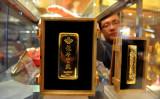 中国では、政府から投資家、一般市民に至るまで皆、金を購入しようと躍起になっている(Photo credit should read STR/AFP/Getty Images)
