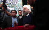 米財務省、イランの軍事や金融に支援したとして中国企業に制裁を発表した。5月19日、大統領選挙期間中のイランで、投票所に姿を見せたハッサン・ロウハニ大統領(BEHROUZ MEHRI/AFP/Getty Images)