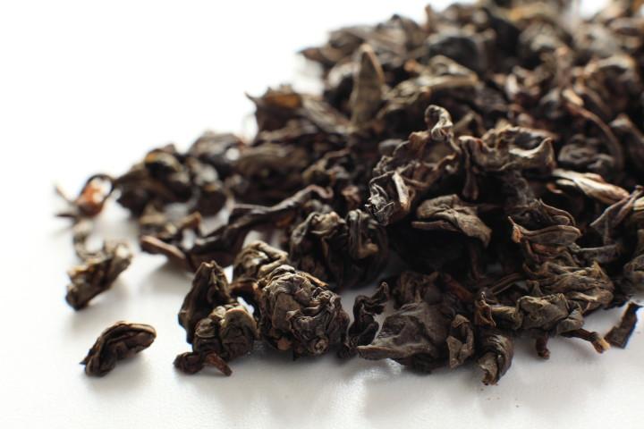 鉄観音の茶葉。本物は全く苦くなく芳ばしい味(pixita)