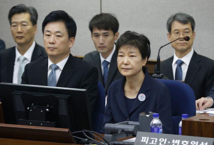 朴槿恵被告の初公判、容疑を全面否定(AHN YOUNG-JOON/AFP/Getty Images)