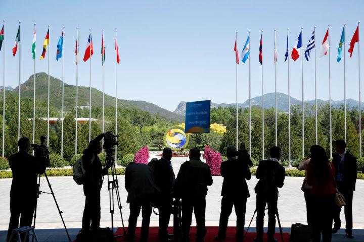 中国主導の経済サミット「一帯一路」が北京で5月15日、16日に開かれた。会場外(Getty Images)