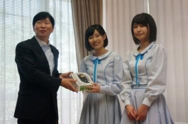 瀬戸内を中心に活動する「STU48」の岡山県出身メンバーの、張織慧さんと藤原あずささんが5月25日、伊原木知事を表敬訪問した。(岡山県)