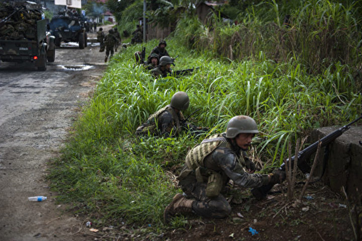 過激派武装勢力と戦うフィリピン政府軍(Jes Aznar/Getty Images)