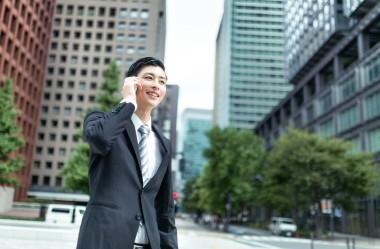 外務省の調査によると、海外邦人、日系企業の海外進出数はともに過去最多(モデル:川崎大洋/すしぱく)