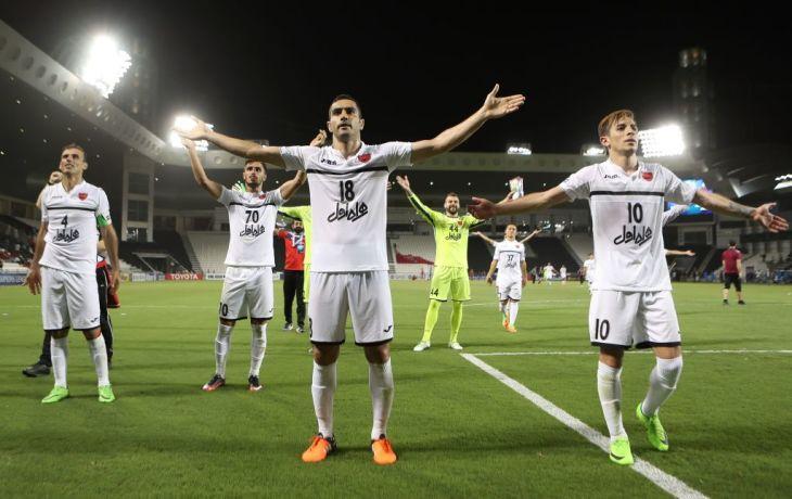 イランのドーハにあるアルサッドスタジアムで行われたサッカー「AFCチャンピオンズリーグ」で、イラン対カタールのそれぞれのクラブが対戦。(KARIM JAAFAR/AFP/Getty Images)