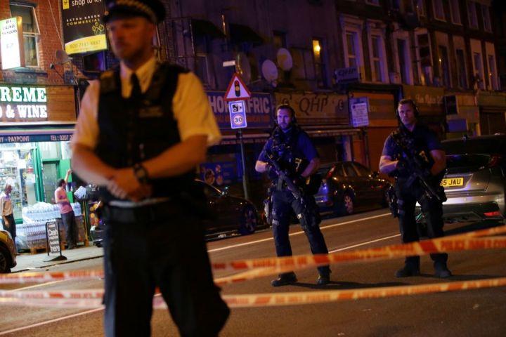 英国ロンドンで現地時間6月19日0時ごろ、歩行者に車が突っ込み、複数人がケガを負った(DANIEL LEAL-OLIVAS/AFP/Getty Images)