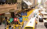 5月12日、ニューヨークで法輪大法25周年記念大パレードが行われ、各国の愛好者が参加(大紀元)