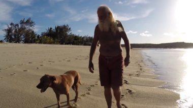 オーストラリアのリストレーション島に住むデービッド・グラシーンさん。島に住むのは彼と犬のポリーだけ(スクリーンショット)