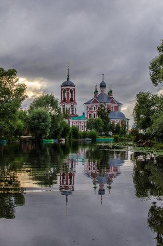 ロシアの歴史を語る 明るく色鮮やかな古城