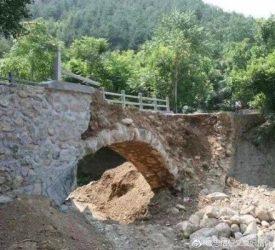 最短記録? 橋が完成からわずか2時間で崩壊=陝西省(目撃者撮影)