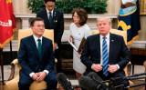 米韓首脳会談 トランプ大統領、同盟国の安保と北朝鮮の人権問題を強調。6月30日、ホワイトハウスで会談するトランプ大統領と文在寅大統領(BRENDAN SMIALOWSKI/AFP/Getty Images)