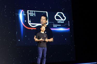 中国インターネット動画配信大手の楽視網信息技術の創業者・賈躍亭氏は6日、会長職および他の役職をすべて辞任すると発表した。2016年10月、米サンフランシスコの公開イベントで講演する賈氏(CHAPMAN/AFP/Getty Images)