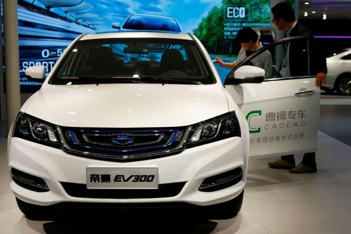2017年4月、上海で開かれた自動車展示会で、展示された曹操(GEELY)のEV(STR/AFP/Getty Images)