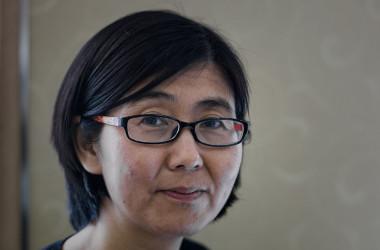 2年前に拘束され、昨年釈放された人権弁護士・王宇氏は最近、声明文を発表し、監禁中に受けた拷問や脅迫で、不本意にも国営テレビの「懺悔」映像の撮影に応じたと告発した。写真は2014年3月、香港で撮影(PHILIPPE LOPEZ/AFP/Getty Images)