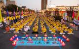 7月20日、米ニューヨークに世界各地から法輪功学習者が集まり、弾圧の停止を求め静かなデモンストレーションを行った(Minghui.org)