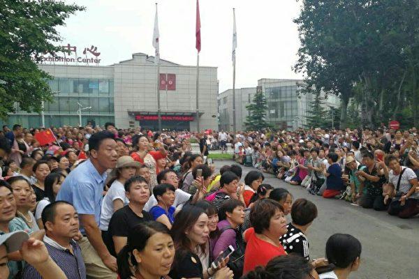中国北京市で24日、当局にねずみ講と認定された組織「善心匯」のメンバーは大規模な抗議活動を行った。(ネット写真)