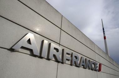 パリにあるエールフランス航空本社(THOMAS SAMSON/AFP/Getty Images)