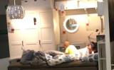 イケアの店内で休む人々。(ネット写真)