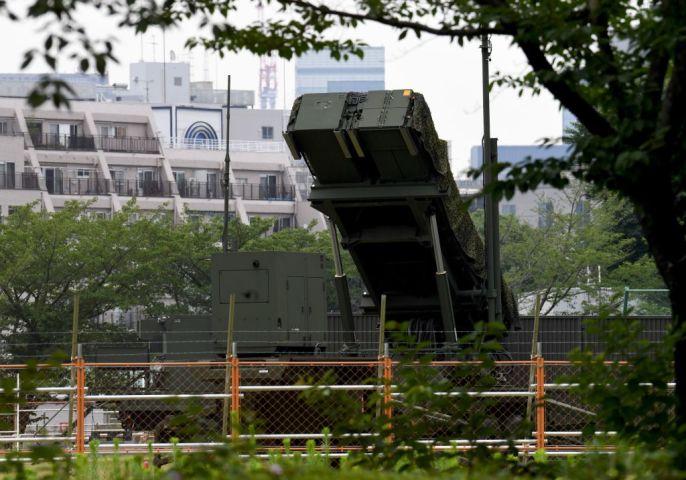 防衛省は11日夜、航空自衛隊の地対空誘導弾「PAC3」を広島、島根、高知、愛媛各県に展開する準備を始めた。(Photo by TOSHIFUMI KITAMURA/AFP/Getty Images)