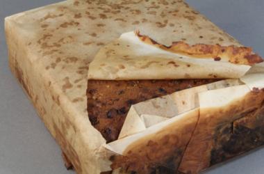 106年のフルーツケーキが状態の良いまま見つかる(Antarctic Heritage Trust)
