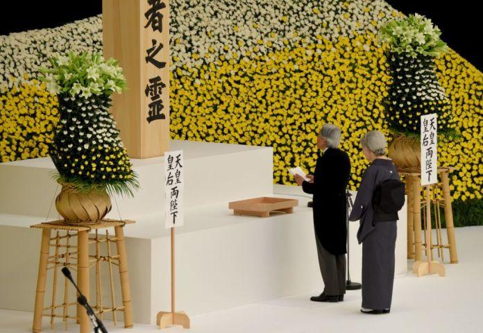 8月15日、天皇皇后両陛下は、東京千代田区の日本武道館で開かれた政府主催の戦没者追悼式に参加された。(TORU YAMANAKA/AFP/Getty Images)