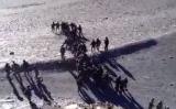 印中両軍が国境紛争地域で対峙。互いに石を投げ合う様子を収めた動画が流出した(youtube動画スクリーンショット)