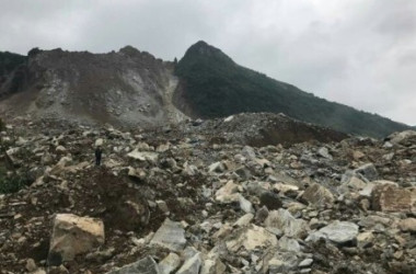 貴州省で大規模な山崩れが発生(目撃者撮影)