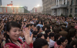 9月6日、平壌で開かれた、北朝鮮当局が成功を主張する核実験の祝賀行事に参加する市民(KIM WON-JIN/AFP/Getty Images)