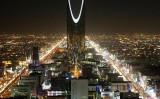 9月14日、サウジアラビアはエネルギー源多様化の一環として原発の建設に乗り出す計画で、早ければ来月にも原子炉の入札手続きを開始する見通しだ。複数の業界筋が明らかにした。写真はリャドの夜景。2010年撮影(2017年 ロイター/Ali Jarekji)