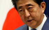 9月17日、複数の国内メディアは、安倍晋三首相(写真)が早ければ今月28日召集の臨時国会冒頭で衆院を解散する可能性があると伝えた。写真は首相官邸で6月撮影(2017年 ロイター/Toru Hanai)