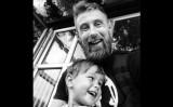 リチャード・プリングルさんと息子のヒューイくん(Richard Pringle/Facebook)