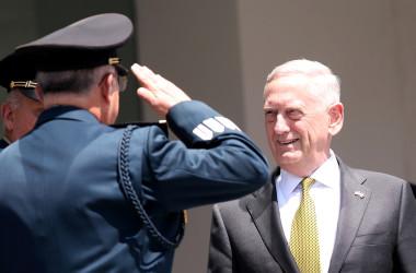 9月18日、米国のマティス国防長官(写真)は、北朝鮮を巡る危機に対応するにあたり、韓国を大きなリスクにさらさない方法での軍事行動の選択肢もあるとの考えを示唆した。15日撮影(2017年 ロイター/Edgard Garrido)