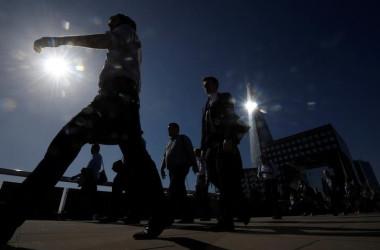 9月20日、世界経済フォーラム(WEF)が世界の企業トップを対象に行った意識調査で、失業あるいは不完全雇用が今後10年の最大のリスクとして挙げられたことが明らかになった。写真はロンドンで6月撮影(2017年 ロイター/Toby Melville)
