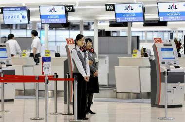 日本時間28日夜、世界各地の空港でコンピューターシステムの故障で、搭乗手続きができなくなる事故が起きた。(YOSHIKAZU TSUNO/AFP/Getty Images)