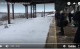 駅で電車を待っている人々。まさかこの後、雪崩に遭うとは誰も想像していなかっただろう(スクリーンショット)