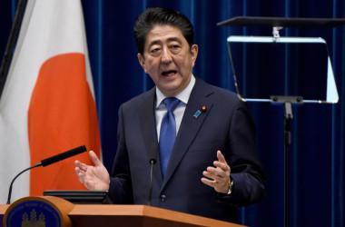 9月25日、首相官邸で、衆議院解散の決定について語る安倍総理大臣(TORU YAMANAKA/AFP/Getty Images)