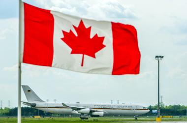 現金をカナダに持ち込もうとする中国人は増えている。(ROGERIO BARBOSA/AFP/GettyImages)