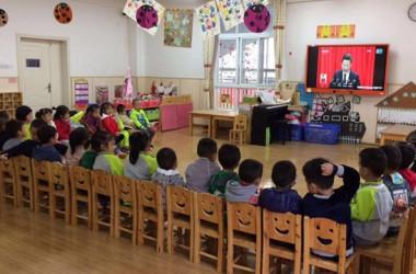 幼稚園児は第19回中国共産党代表大会(19大)の生中継の視聴を強要されている(微博ユーザ)