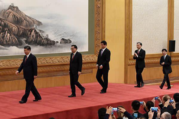 10月25日、中国最高指導部の新人事が決定された。2期目の習近平政権では習氏に近い人物が多く登用された。(WANG ZHAO/AFP/Getty Images)