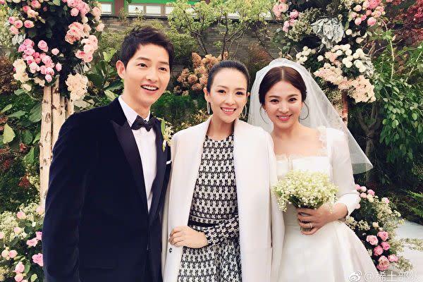韓国トップスターのソン・ジュンキとソン・ヘギョの結婚式にチャン・ツィイ―が出席した。(チャン・ツィイ―微博アカウント「稀土部隊」より)