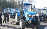 朝鮮中央通信が11月15日に公開した、撮影日の不明な写真。トラクター製造企業を訪問し車両を操縦する金正恩・朝鮮労働党委員長(STR/AFP/Getty Images)
