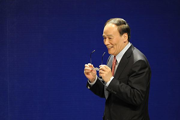 香港メディアはこのほど、10月の党大会で最高指導部から退任した王岐山氏が中央政治局常務委員会の会議に出席したと報道した。(PHILIPPE LOPEZ/AFP/Getty Images)