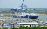 スリランカ政府は負債過多により、ハンバントタ港の運営権を中国に99年契約で譲渡(LAKRUWAN WANNIARACHCHI/AFP/Getty Images)