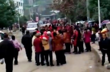 四川省で13歳の少年が母親の頭部を切り落として殺害する事件が起きた。(フリー・アジア・ラジオ)