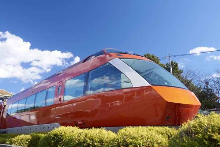 今回発表された70000形は「箱根につづく時間(とき)を 優雅に走るロマンスカー」をもと優雅さをあらわす「Graceful」を用いGraceful Super Express「GSE車」と呼ばれる。(小田急電鉄株式会社)