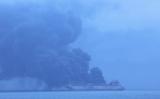東シナ海で、イランから韓国に向かっていたパナマ籍石油タンカーは中国籍船と衝突し、炎上している。事故発生から4日後も燃え続けている(韓国海洋警察局)