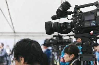 メディア報道を監視する団体によるアンケート調査によると「最近テレビの偏向報道が増えている」と回答したものは67.8%に達した(参考写真)