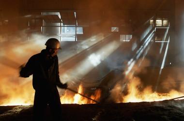 内モンゴル自治区包頭市内にある鉄工場(China Photos/Getty Images)