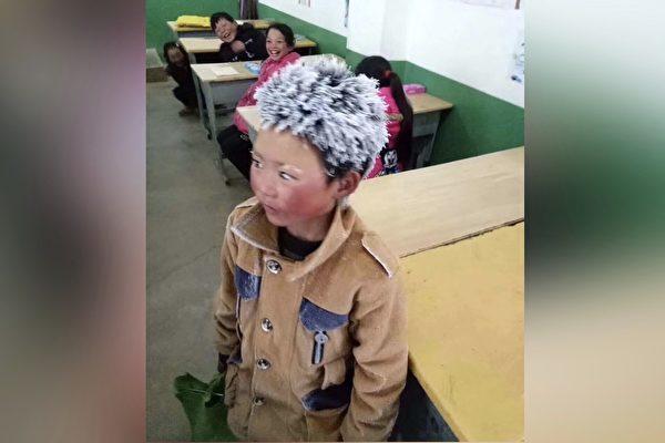「霜ボーイ」として知られる王福満君=雲南省(インターネット写真)