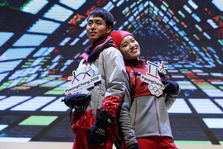 2017年11月、韓国ソウルで、平昌オリンピックのボランティアスタッフのユニフォームを披露した。参考写真(Chung Sung-Jun/Getty Images)
